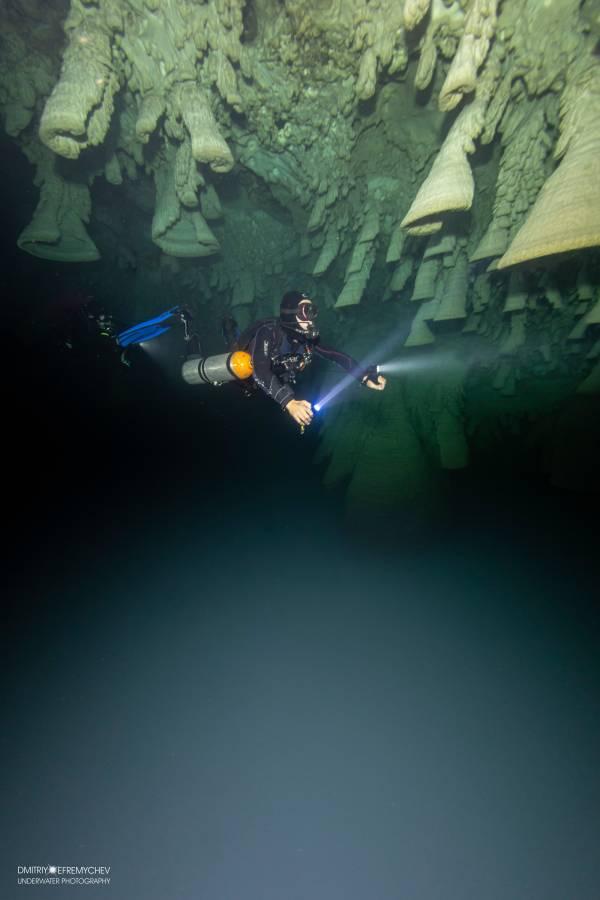 Sidemount diver PADI