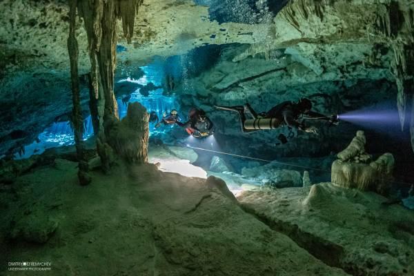Dos Ojos & The Bat Cave